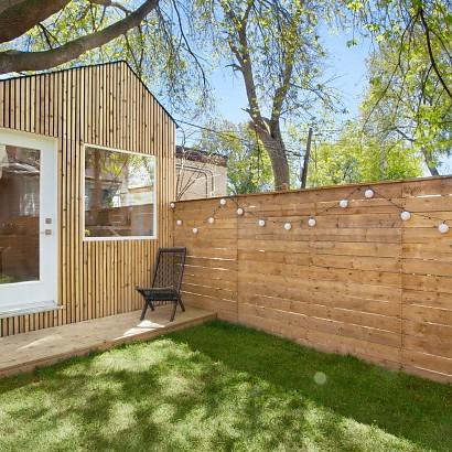 Un estudio de arquitectura en el jardín de casa