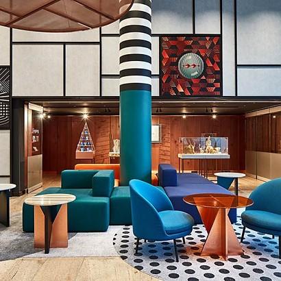 Geometría y tonos cobrizos, un hotel a medida de las hermanas Sundukovy