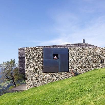 Resurgir de las cenizas o cómo hacer casas en las ruinas